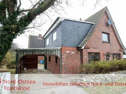 Teilunterkellertes und renovierungsbedürftiges Wohnhaus mit Anbau, Wintergarten und Carport!