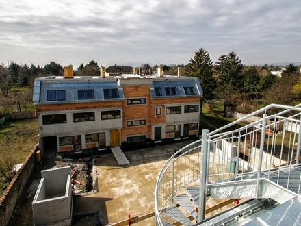 Traum-Dachgeschoßwohnung - In idyllischer Anlage unweit von Wien!