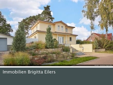 Kaufen, Einziehen, Wohlfühlen : Mediterrane Stadtvilla auf romantisch gestaltetem Anwesen