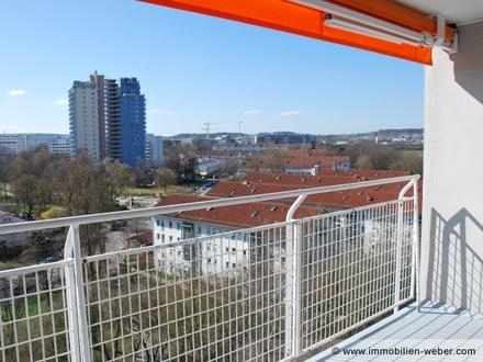 Helle 2 Zi.-Wohnung mit Aufzug, Hausmeister und toller Aussicht