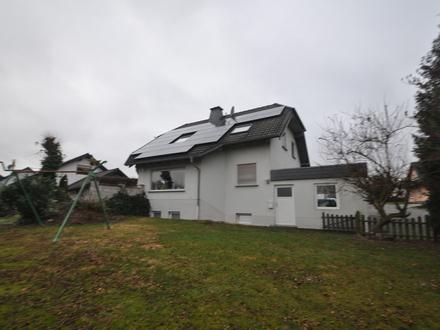Gepflegtes Haus mit 203 m² Wfl. incl.ELW und zusätzlichen Monatlichen Einnahmen von 400.-€ Netto.