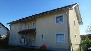Zweifamilienhaus in Würding -Bad Füssing. Eine Hälfte befristet vermietet, die zweite Hälfte ist sofort beziehbar.