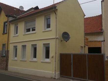 Gemütliches saniertes Einfamilienhaus mit Garage.