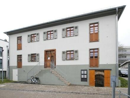 Wohntraum auf 2 Ebenen in gesuchter zentraler Lage von Eschborn! Ideal für Sie, die das Besondere lieben.