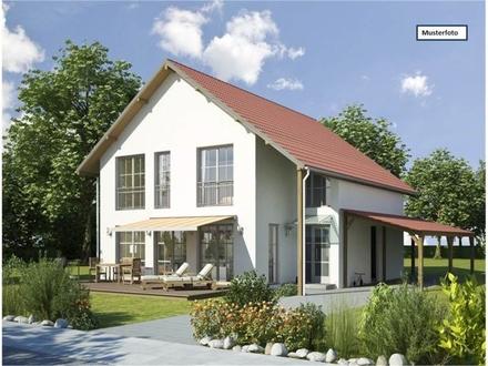 Zwangsversteigerung Einfamilienhaus mit Einliegerwohnung in 78727 Oberndorf, Pfäfflinstr.