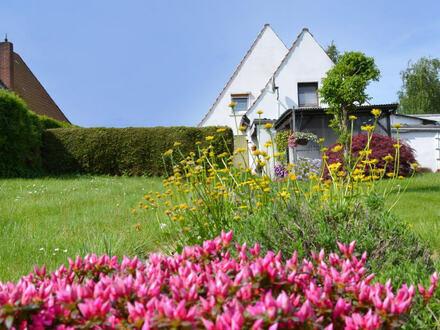 In diesem Einfamilienhaus leben Sie künftig umgeben von Wiesen und Feldern,...