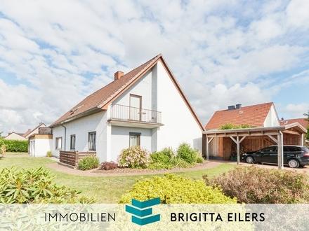 Frisch renoviert: 4 Zimmerwohnung mit Kaminofen, Einbauküche, Gartenanteil, Garage und Dachterrasse