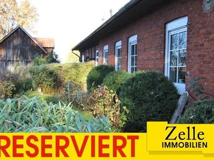 Lebenstraum-Objekt: Top-sanierter Resthof mit 2 Wohnungen und Praxis am Hachetal