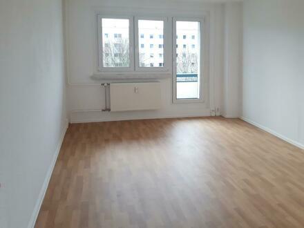 **Hereinspaziert** 3-Zimmer//Tageslichtbad + Wanne//Laminat//ab sofort