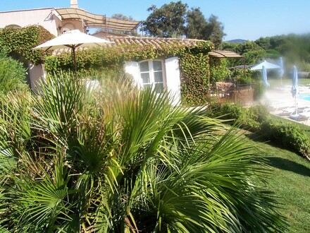 Luxuriöse Villenanlage mit Meerblick an der Côte d´Azur, Nähe St. Tropez