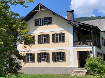 SOMMERFRISCHE AM ATTERSEE Jahrhundertwende-Villa im typischen Salzkammergut-Stil
