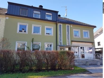 Gepflegtes Zinshaus mit Geschäftslokal und Garagen- ruhige und sonnige Stadtlage - voll vermietet!