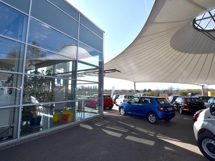 Vielseitige Ausstellungsfläche + Büro + Werkstatt in werbewirksamer Lage von RV Süd