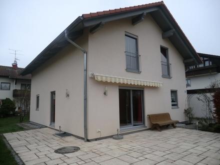 Gemütliches Einfamilienhaus mit Kachelofen und Fußbodenheizung in Großkarolinenfeld!