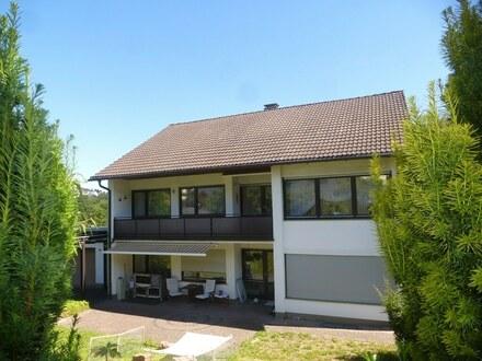 Sehr gepflegtes Zweifamilienhaus mit Garage und großem Garten in attraktiver Lage von Siegen-Bürbach