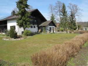 exklusives schönes Landhaus m. Terrasse, Doppelgarage, PV-Anlage, fast in Alleinlage, Nähe Golfplatz in ruhiger Lage a. großem…