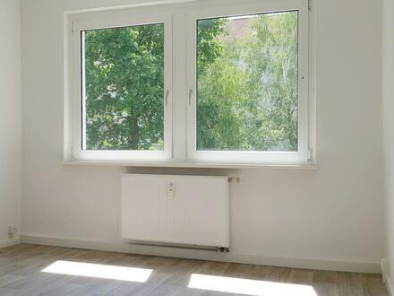Frisch renovierte 2-Raum-Wohnung im 1. OG