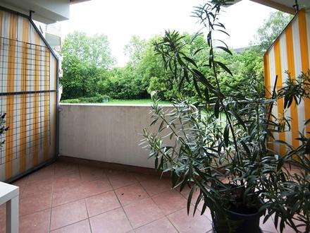 Frankfurt-Dichterviertel: Großzügige 3-Zimmer-Wohnung mit Balkon, Einbauküche und Tiefgaragenstellplatz!