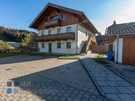Schnell nach München- gut vermietetes und fast neues 2-3 Familienhaus mit Wärmepumpe und 2 Garagen!