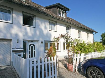 Genießen Sie Ihre helle, gepflegte 1-Zimmer-Wohnung mit Terrasse/ kleinem Garten im 3-Familienhaus
