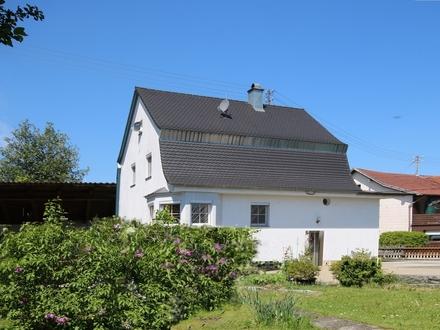 Wohnhaus mit Einliegerwohnung, großem separaten Nebengebäude und schön angelegtem Garten