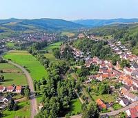 In St. Julian liegen Kindertagesstätte und Grundschule im Dorf