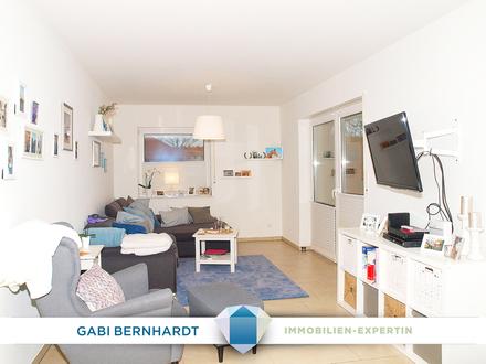 Schicke neuwertige EG-Single/Paar-Wohnung mit EBK und Balkon.
