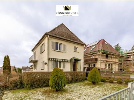 Lichtdurchflutetes Einfamilienhaus mit großem Grundstück in idealer Lage von Böblingen + Garage