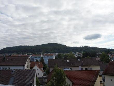 Wohnen über den Dächern von Wasseralfingen Modernisierte 3,5 Zi. Maisonette DG-Wohnung