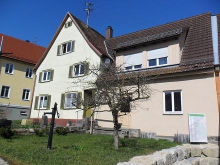 Großzügiges älteres Wohnhaus mit vermieteter Einliegerwohnung und zwei Garagen in TO Wallhausen