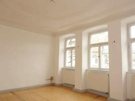 Charmante 2 Zimmer Altbauwohnung mit Balkon, BA - Schillerplatz, Einzeldenkmal