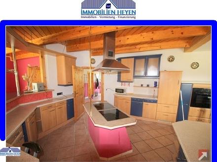 10 Montuere können in diesem Wohnhaus untergebracht werden.!!!