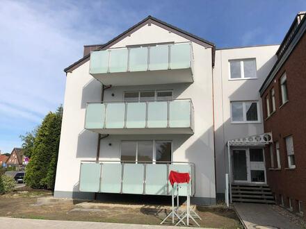 großzügige Neubau-Dachgeschoßwohnung mit sonnigem Balkon und PKW-Stellplatz.