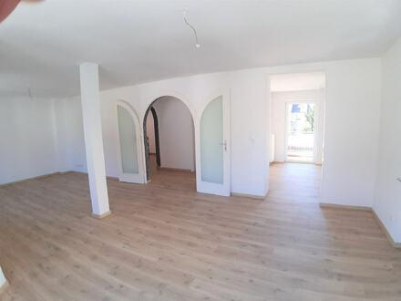 ARNOLD-IMMOBILIEN: Neu renoviertes Haus mit viel Platz !