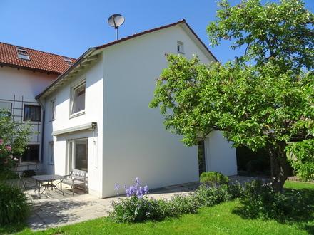LAYER IMMOBILIEN: Einfamilienhaus mit Gartenanteil, Garage und Stellplatz, gute Lage in Bobingen