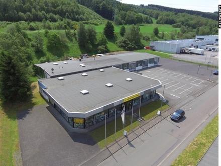 Halle/ Werkstatt/ Lager mit Verkaufs- und Büroflächen in Netphen