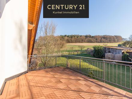 Sonnige 4-Zimmer-Dachgeschosswohnung mit großem Balkon & Garten!