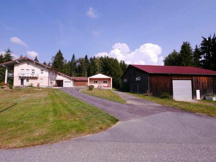 Alleinlage; neuwertiges Anwesen mit 30.000m² Garten, Wiesen, Wald