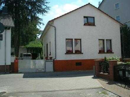 Frankfurt-Oberrad: Einfamilienhaus mit viel Charme und traumhaftem Garten!
