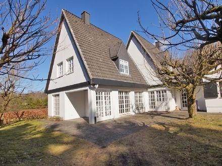 Genießen Sie die Ruhe: Großzügige Landhaus-Villa auf idyllischem, uneinsehbarem Anwesen