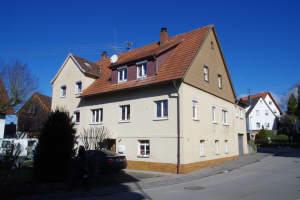 Älteres Anwesen in Form eines Doppelhauses in der Ortsmitte
