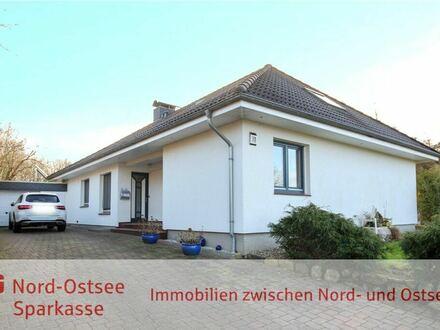 Modernisiertes Wohnhaus in Sackgassenlage mit Balkon, Garage und Teilkeller!