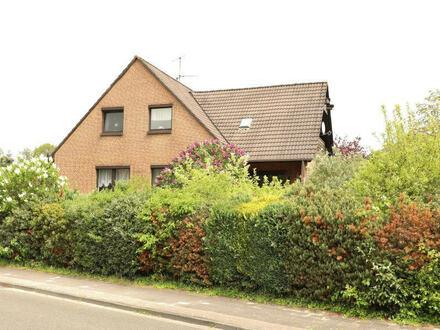 TT Immobilien bietet Ihnen: Ruhig gelegenes Einfamilienhaus mit großem Souterrainbereich!