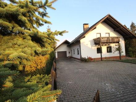 Viel Platz für Ihre Familie - solides Haus mit großer Garage und tollem Garten.