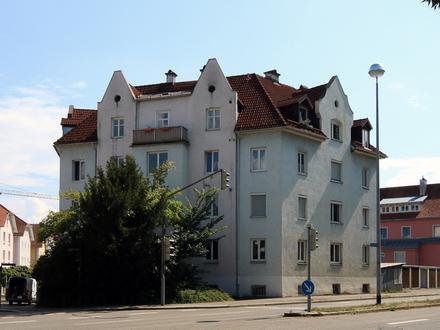 Pfiffige Dachgeschosswohnung mit Carport in zentraler Innenstadtlage