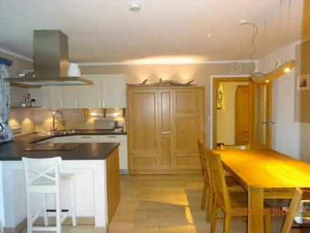 Einmalige Möglichkeit! Kernsanierte Wohnung mit Platz für die ganze Familie!