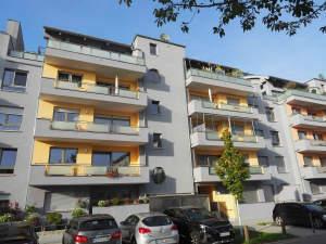 Neuwertige Eigentumswohnung mit Aufzug und Balkon