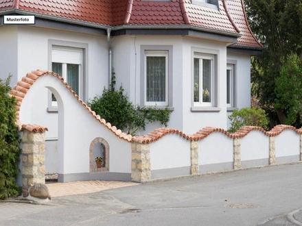 Teilungsversteigerung Doppelhaushälfte in 78176 Blumberg, Kirchstr.