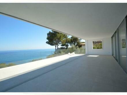 Überdachte Terrasse mit Meerblick