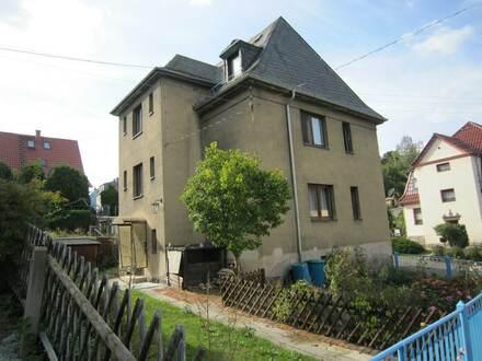 Sanierungsbedürftiges Zweifamilienhaus in Top-Lage!